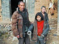 贫困女童从平房顶摔下受伤 社会各界伸援手助其渡难关