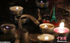 鲜花、气球与蜡烛:法国民众纪念巴黎恐袭一周年