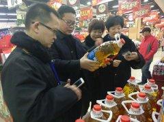 区食药监局督查全区春节期间食品安全综合整治工作