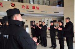 县长马同和看望慰问坚守一线的电力及公安工作人员