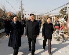 河南省委宣传部副部长张曼如一行到艾岗乡半截楼村开展扶贫慰问活动