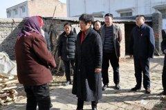 西华县政府副县长张翠霞到大王庄乡走访慰问计生特困家庭