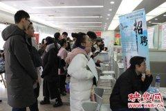 河南省人才全年最大招聘会启幕 首日1.2万人到场应聘