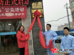 【温暖河南】杞县畅想未来志愿者协会为20名环卫工义务剪发修脚