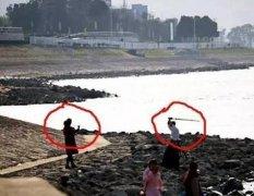 公祭日前夕 两青年在南京同胞遇难地扮日本武士