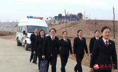 泌阳检察院女子公诉团队上山下乡走访慰问当事人