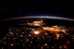 宇航员拍摄欧洲夜景:万家灯火 点亮暗夜(图)
