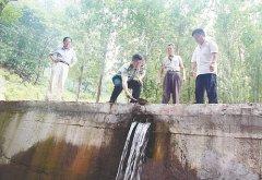 两年省出二十万 济水扶贫两村人 - 今日辉县 - 辉县市政务动态