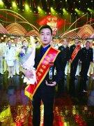 """公交车上夺刀救人 河南小伙当选2017年度""""北京榜样"""""""