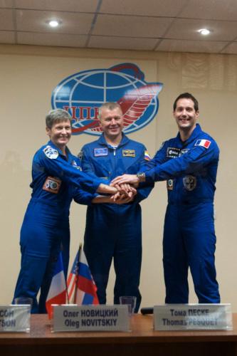38岁法国宇航员裴斯奎特将与俄罗斯宇航员诺维斯基、美国女宇航员惠特森一同前往国际空间站。(法新社)