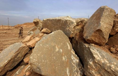 资料图片:伊拉克部队日前成功重夺北部古城尼姆鲁德,但极端组织铲平了一座近3000年历史的金字塔塔庙。(法新社)