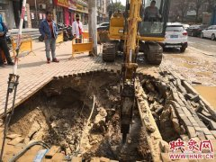 郑州北三环徐寨路附近突发爆管 供水组织紧急抢修