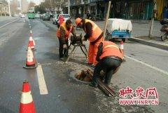郑州开展汛前大疏挖 提醒市民不要向收水井倾倒垃圾