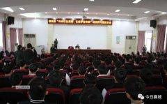 """襄城县举行""""传承红色基因、弘扬革命传统""""进校园专题报告会"""