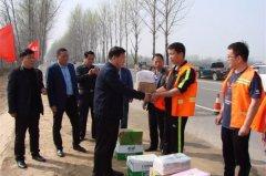 副县长杨金献看望慰问公路一线养护工人