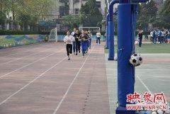 郑州四十二中举办模拟中招体育考 让学生提前熟悉考试流程和判罚规则