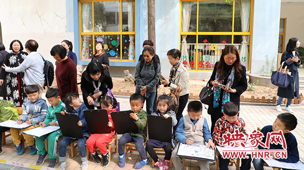 香港学前教育专家组到省实验幼儿园参观考察