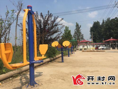 为经过多方协调,后黄村建起了广场,安装上了健身器材,村民休闲娱乐有了好去处。 全媒体记者 朱朝星 摄