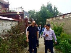 省教育厅副巡视员张涛到南召县结对帮扶点走访慰问贫困户
