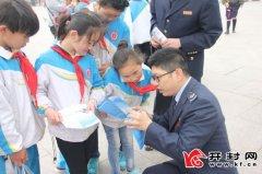 龙亭区国税局清明文化节开展税法宣传向广大青少年群众宣传税法知识