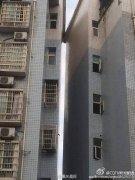 重庆荣昌4.8级地震 大足两楼房震得肩并肩(图)