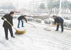 辉县市教育局组织人员清扫路面 - 今日辉县 - 辉县市政务动态