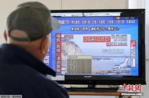 """为了防备因东日本大地震影响可能在日本海沟外侧发生的、引发海啸的""""海沟外侧隆起型地震""""(Outer-rise地震),东电2011年6月设置了12至14米高的临时性防波堤,但也仅限于厂区东南部。"""