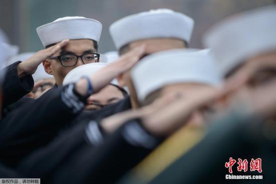 """资料图片:韩国国家报勋处在首尔龙山战争馆广场举行""""延坪岛炮击事件""""四周年纪念活动。"""