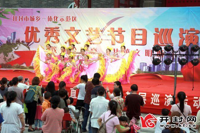 祥和喜庆的文化氛围是区域全面发展的良好基础。 王楚玉 摄
