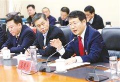 市领导与人大代表政协委员 共同审议讨论政府工作报告