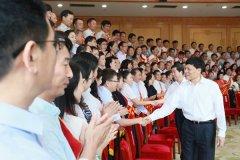 省委书记、省人大常委会主任谢伏瞻接见全省优秀教师代表