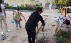 团区委五项建设驻幸福街社区工作队在社区内开展城市大清洗活动