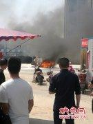 郑州一驾校教练车自燃 幸无人员伤亡