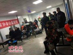 """大石桥街道办事处城中央社区寒冬""""腊""""月放电影"""