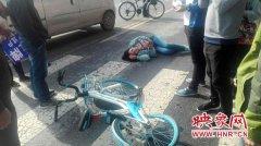 郑州一女子斑马线上被撞 肇事司机被警方带走