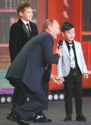 """普京开""""国际玩笑""""扰动西方 称俄边界没有尽头"""