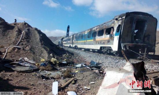 火车的碰撞地点位于伊朗首都德黑兰东部约400公里处。目前事故原因正在调查中,救援队已被派往现场。