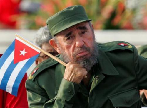 2006年7月27日,卡斯特罗因肠胃出血接受手术,当月31日把权力暂时移交给他的弟弟、古巴国务委员会第一副主席劳尔・卡斯特罗。