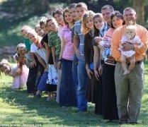你还在为二胎烦恼?人家最牛超级父母连生18个儿女