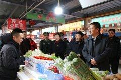 区委书记周新民督导检查节前市场供应及安全生产工作