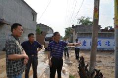 县长马同和督导贫困村产业发展和基础设施建设情况