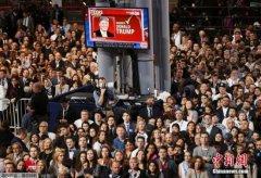 希拉里团队推动大选重计票 特朗普:结果应受尊重