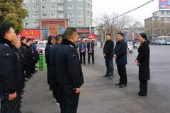区长李新伟春节前慰问一线医护人员、环卫工人和城管队员