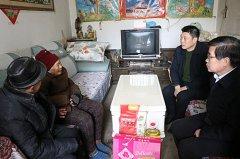 区长李新伟到孟庙镇看望慰问困难群众