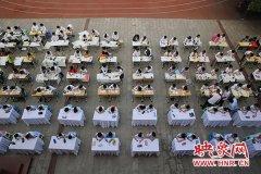 小学生书法有模有样!来看看郑州这所小学书法比赛