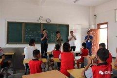 西华县政府副县长张翠霞看望慰问少年儿童