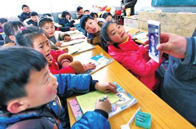 """周口,李灵希望小学,孩子们看到了""""李妈妈"""""""
