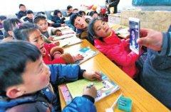 全国人大代表李灵:把孩子们的梦想带到大会堂