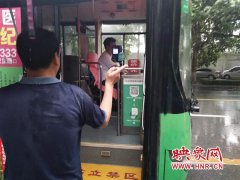 昨日暴雨 郑州公交人为市民出行保驾护航