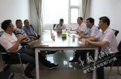 刘少宏与外地客商对接洽谈合作事宜